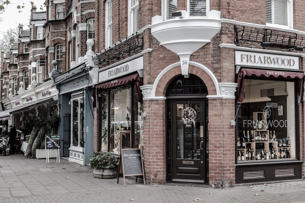 Hands Down These are London's Best Places to Buy Wine London Lamppost